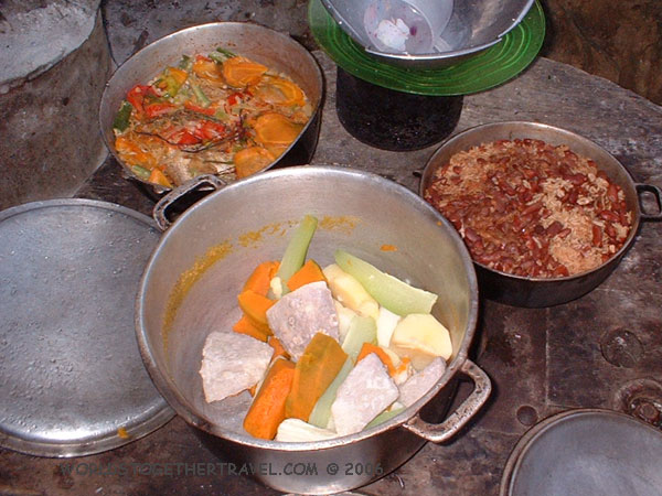 http://worldstogethertravel.com/jamaica/images/roots-pics/w-dinner.jpg
